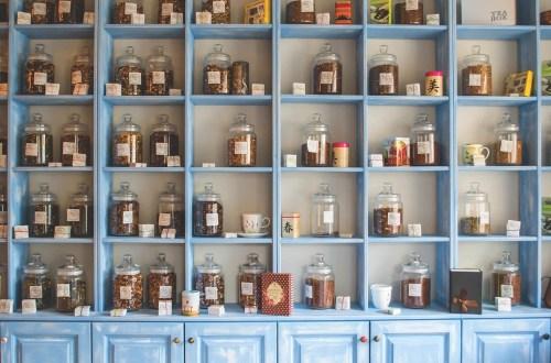 herbata na półkach