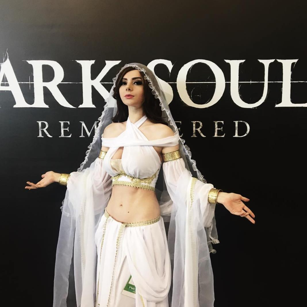 Lindo Cosplay Feminino da Gwynevere Princesa da Luz Solar - Dark Souls - Cosplays Femininos de Games 03