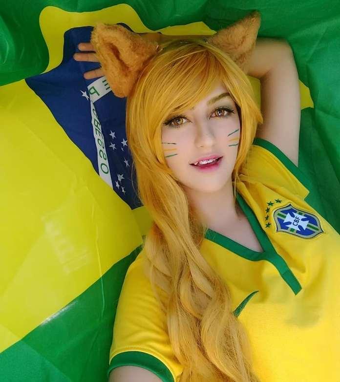 Cosplay da Ahri com as bandeiras do Brasil - League of Legends - LoL