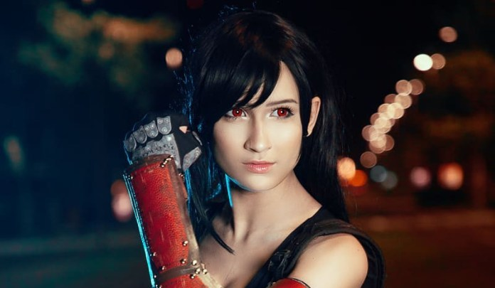 Cosplay da Tifa Lockhart - Final Fantasy VII Remake - RPG da Square-Enix Topo