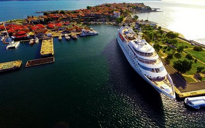 SPAIN COMES TO WINDSTAR