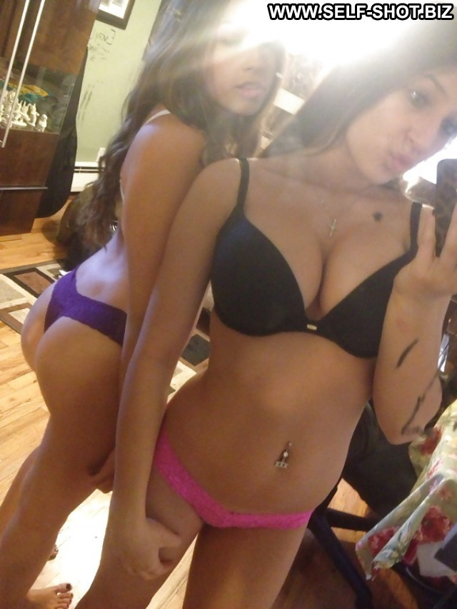 image Gorgeous brunette on skype it was his first virtual experie
