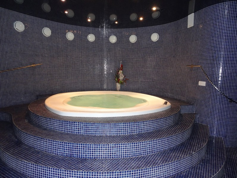 Private whirlpool