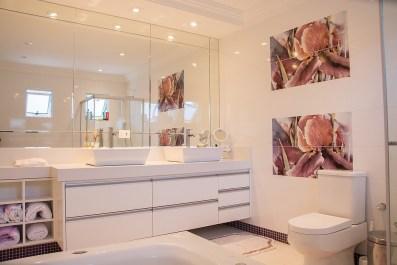 Koupelna v bílé barvě