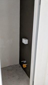 Flexibilní lepidlo s perlinkou na WC