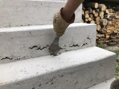 Oprava děr v betonu sanační maltou