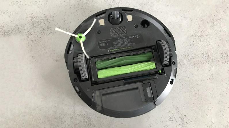 Spodní část iRobota Roomba i7