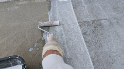 Penetrování podkladu před realizací kamenného koberce