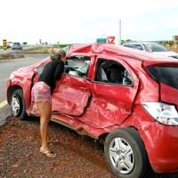 São Desidério: Homem morre após batida entre carro e caminhão na BR-020