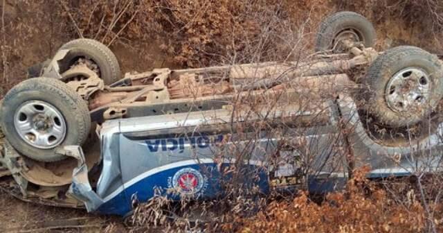 Sudoeste: Viatura da PM capota na BA-152, após perseguição em Livramento