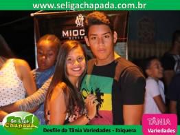 Desfile da Tania Variedades em Ibiquera Bahia (1)