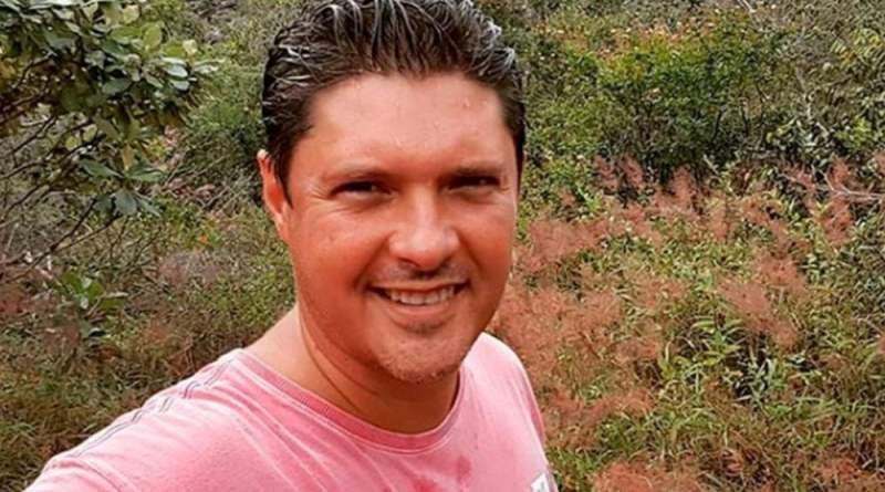 Bandidos põe fogo em carro com o jornalistaJony Torres da TV Bahia