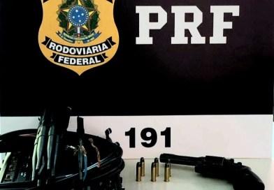 Passageiro de ônibus é flagrado com arma e munições na BR 242 em Seabra