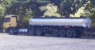 Caminhão-tanque carregado com quase 100.000 reais de combustível é recuperado pela PRF na BR 324