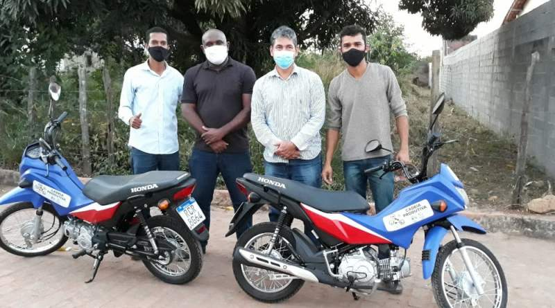 Prefeitura de Andaraí faz entrega de motos para a cadeia produtiva