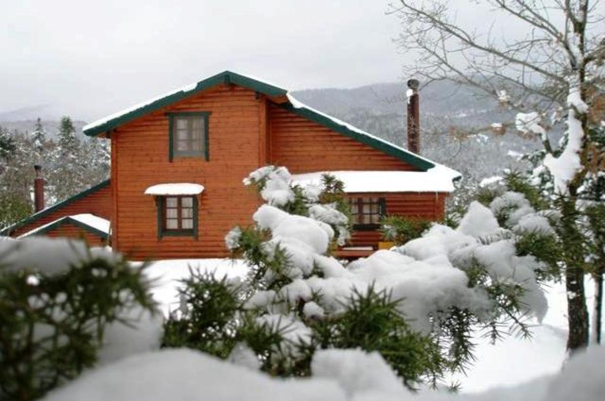 selinas wood snow house 1