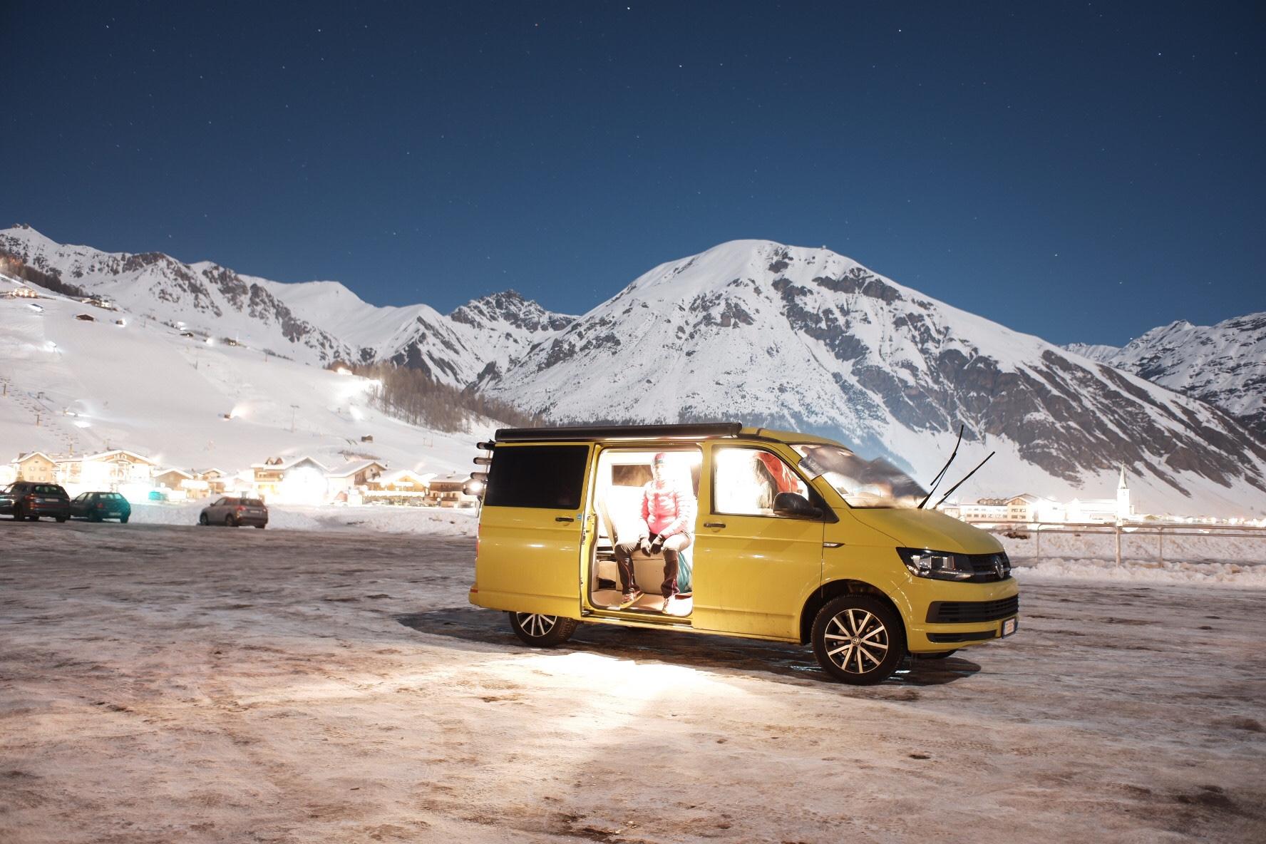 VW California Beach inverno sotto la neve
