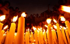 Local residents light candles in memory of people killed in the recent terror attacks as some hundreds gather outside the Taj Mahal hotel in Mumbai, India, Wednesday, Dec. 3, 2008. (AP Photo/Saurabh Das)