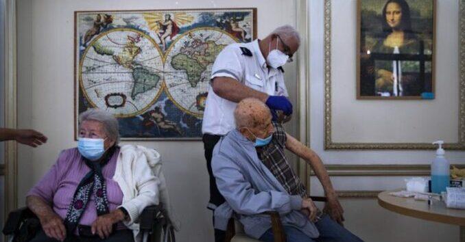 Israel ofrecerá la tercera vacuna de refuerzo de COVID a los ciudadanos mayores