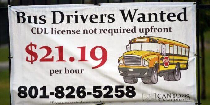 La escasez de conductores de autobús es el último desafío que afecta a las escuelas de EE. UU