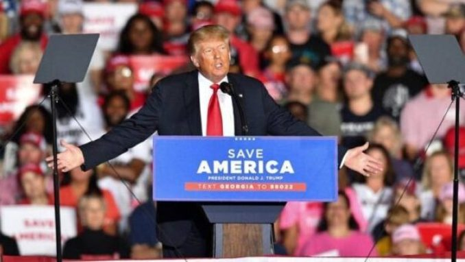 El ex presidente Trump regresa a la campaña en Georgia