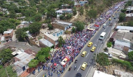 Cientos de personas se congregaron en Cúcuta para manifestar su respaldo al proceso de paz que adelantan el Gobierno y las FARC. Foto: Juan Pablo Bayona