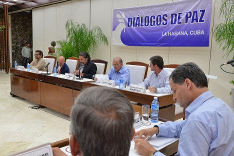 Gobierno nacional y las FARC-EP presentaron el pasado 5 de agosto de 2016 en La Habana los protocolos del acuerdo sobre cese al fuego y de hostilidades bilateral y definitivo y la dejación de armas. Foto Omar Nieto Remolino / Oficina del Alto Comisionado para la Paz.