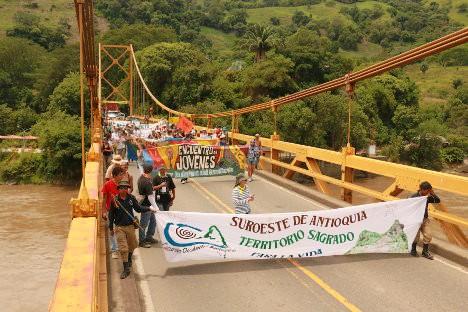 Puente de Bolombolo y río Cauca. Foto Bibiana Ramírez – APR.