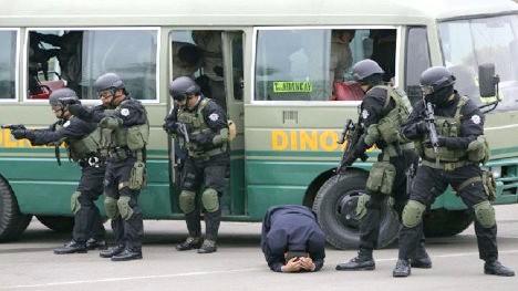 Operativo policial en Perú. En varios casos, acciones de estas terminan en ejecuciones extrajudiciales.