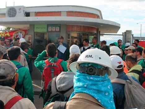 Mitin de trabajadores petroleros.