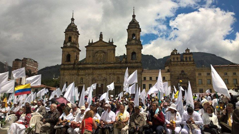 Concentración en plaza de Bolívar. Foto Carolina Tejada.