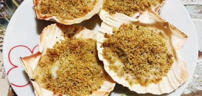 Capesante gratinate alla besciamella e pistacchi