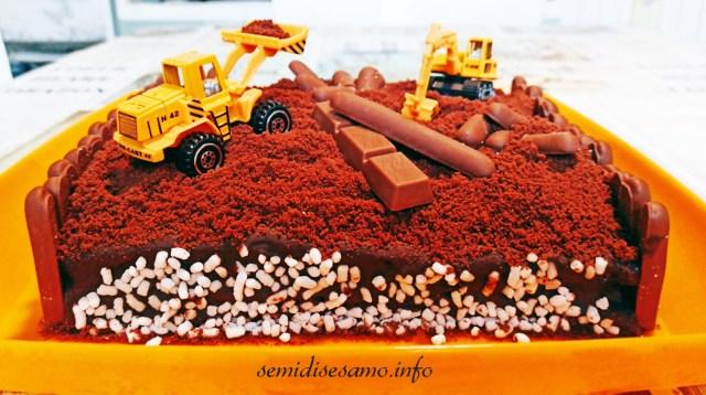 """torta al cioccolato """"lavori in corso"""""""