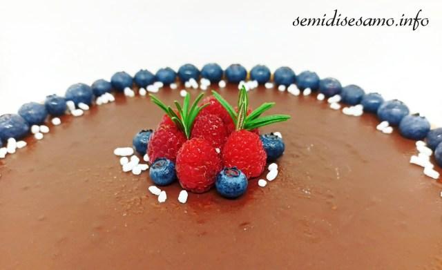 crostata con ganache al cioccolato fondente e frutti di bosco