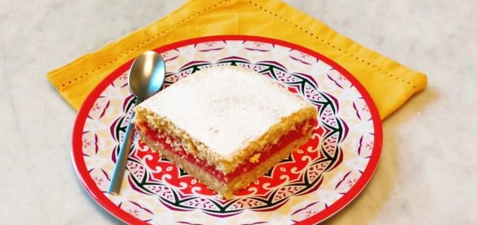 Torta al limone farcita con salsa alle fragole 2