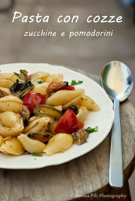 Pasta con cozze zucchine e pomodorini