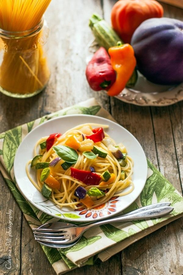 Spaghetti di mais con verdure croccanti ricetta light senza glutine