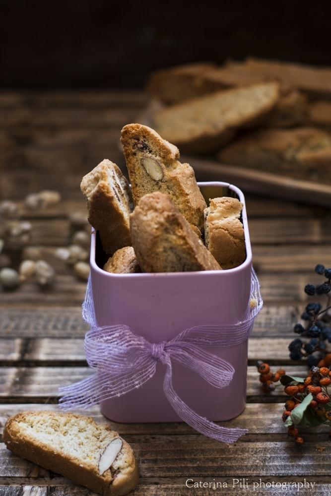 Biscotti per colazione semintegrali con mandorle e olio extravergine di oliva