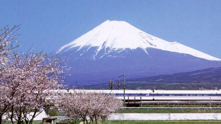 Il Monte Fuji potrebbe avere presto un treno diretto fino in vetta