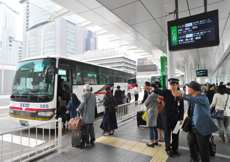 Membri di un ente governativo giapponese puniti: andavano a casa due minuti in anticipo