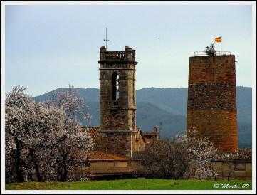 Torre i Campanar de Sant Miquel de Cruïlles. Foto de Montse Poch, Flickr, CC