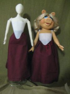 Lizzle and Piggy in the same bodice