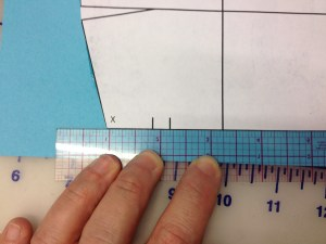 Extend the bottom of the sleeve following the front bottom line.