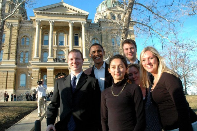 The 2007 session interns had the opportunity to meet with a variety of national figures, including presidential candidate Barack Obama. Pictured from left: Joe Winn, Sen. Barack Obama of Illinois, Soheila Yalpani, Kassie Hobbs, Camden Ackerman, and Amy LeBlanc.