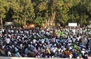 Sonko, le nouveau dogme des Sénégalais ? Une salle pleine à craquer en France, où toutes les tranches d'âges étaient présentes