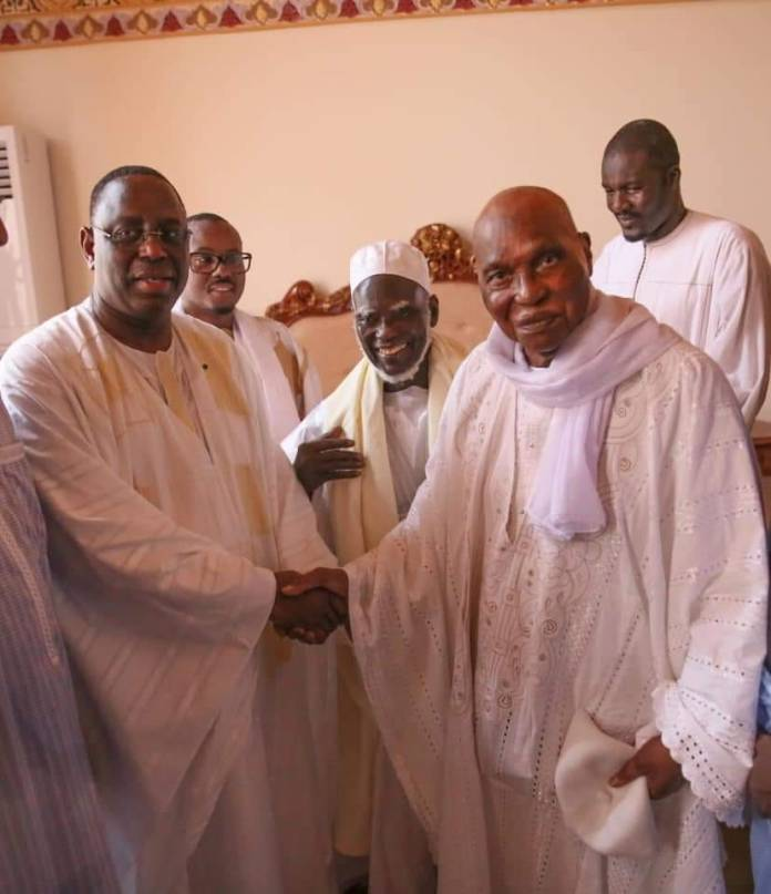Images touchantes, Abdoulaye Wade et Macky Sall main dans la main (photos)
