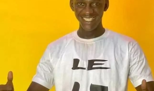Le t-shirt de Jaaw Ketchup soulève une vive polémique (photos)