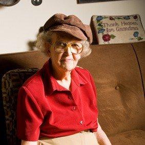 Zufriedene Kundin stundenweisen Seniorenbetreuung Frau Irmgard Klopsch-Timm