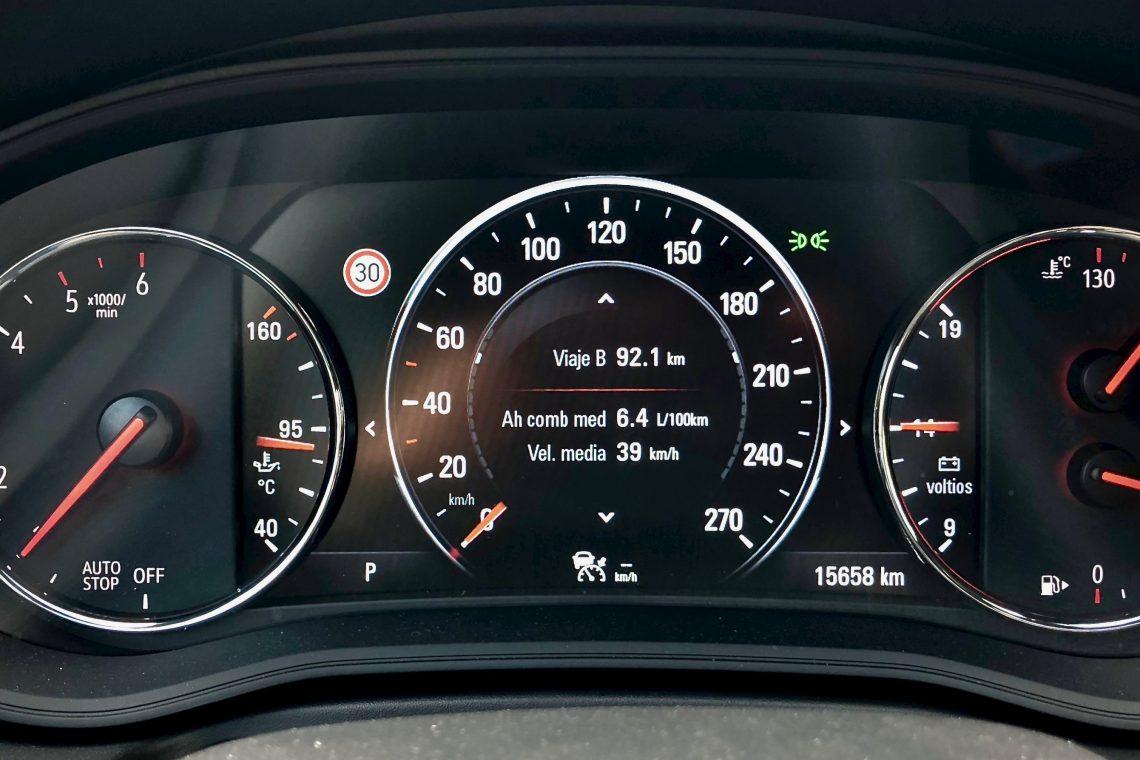 Tacometro 1140x760 - Opel Insignia Grand Sport 1.6 CDTI 136 CV