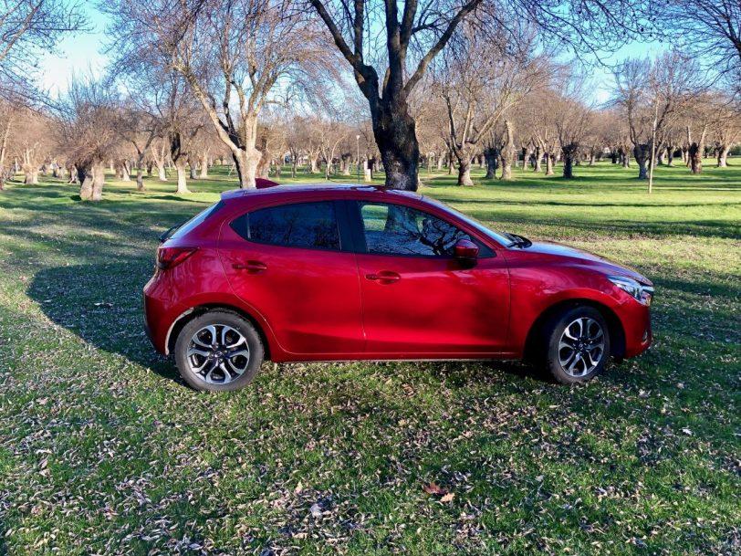 Disen%CC%83o Vista lateral derecha 1140x855 - Mazda2 Zenith 1.5 Skyactiv-G 90 CV